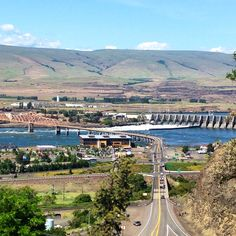 The Dalles Dam, Oregon Places Ive Been, Places To Go, Visit Oregon, State Of Oregon, Civil Engineering, Pacific Coast, Paris Skyline, Things To Do, Beautiful Places