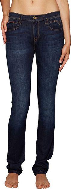 Endlich. Der Bootcut ist zurück und bietet eine lässige Alternative zu Skinny Fit und Röhrenjeans. Mit der dezenten Used-Look Jeans Nora von Tommy Hilfiger feiern wir das Revival und geben uns entspannt in Denim. 100% Baumwolle...