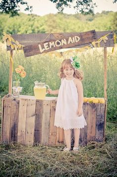 Lemonade Stand mini sessions Amie Martin © Moments In Time Photography www.mitbyamie.com www.facebook.com/mitbyamie