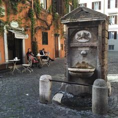 Ai que sede! #roma #rome #receitaitaliana #receitas #receita #recipe #ricetta #cibo #culinaria #italia #italy #cozinha #belezza #beleza #viagem #travel #beauty #fonte #nasone #fontana #fountain #borgopio by receitaitaliana
