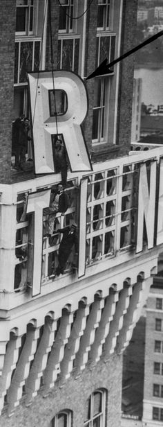 """Workers install the letter """"R""""€ in 1923. (Tribune Staff Archives)"""