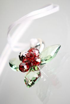 Swarovski Winter Berries Ornament Swarovski Crystal Figurines, Swarovski Crystals, Swarovski Christmas Ornaments, Glass Figurines, Crystal Collection, Trinket Boxes, Peridot, Glass Art, Winter Berries