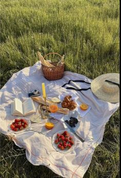 Nature Aesthetic, Aesthetic Food, Aesthetic Fashion, Comida Picnic, Picnic Date, Foto Baby, Think Food, Perfect Date, Oui Oui