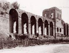 Scorcio delle Mura Aureliane nei pressi di Porta Salaria con camminamento e Torre