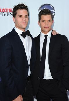 Max and Charlie Carver. They were not the twin boys in Cheaper by the Dozen like the description of this pin previously said. They were the grown up version of Lynette's twins on Desperate Housewives Max And Charlie Carver, Gorgeous Men, Beautiful People, Carver Twins, Max Charles, Victoria Moroles, Only Teen, Cody Christian, Teen Wolf Cast