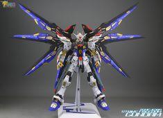 PG 1/60 Strike Freedom Gundam - Customized Build     Modeled by Jon-K