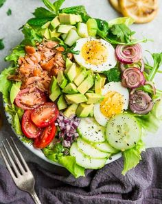 Top view of fresh salmon salad in a white bowl on a light grey background with a dark grey napkin and fork Salmon Salad Recipes, Baked Salmon Recipes, Healthy Salad Recipes, Fish Recipes, Delicious Recipes, Paleo Recipes, Healthy Foods, Leftover Salmon Recipes, Healthy Pizza