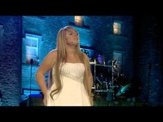 Listen to the angelic but haunting voice of Chloe Agnew from Celtic Woman singing 'The Prayer'. Sound Of Music, Kinds Of Music, My Music, Christmas Music, Celtic Christmas, Christmas Videos, Chloe Agnew, Michael Jackson, Woman Singing