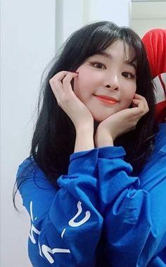 Kpop Girl Groups, Kpop Girls, Girl Cakes, Cake Girls, Kang Seulgi, Red Velvet Seulgi, Bare Bears, Korean Star, Pink Heels