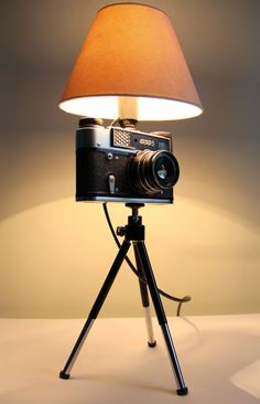 Take a look at this beautiful #vintage camera lamp. A stylish addition to any room!