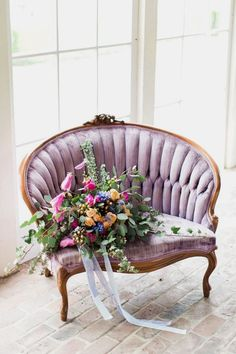 26 Must See Hottest Mauve Wedding Decorations for Your Upcoming Day-wedding lounge chairs, Muebles Shabby Chic, Wedding Furniture, Wedding Lounge, Mauve Wedding, Vintage Chairs, Vintage Couches, Diy Chair, Chair Bench, Metal Chairs