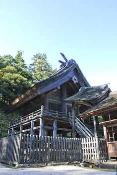 Shinto architecture is the architecture of Japanese Shinto shrines. Digital Image, Cabin, Architecture, House Styles, Home Decor, Arquitetura, Decoration Home, Room Decor, Cabins