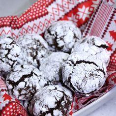 Healthy Chocolate Crinkle Cookies