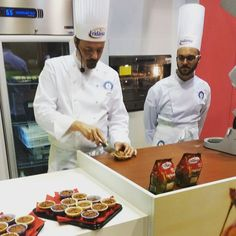"""In questo momento a #TuttoFood2015 Chef Krueger taglia il plumcake al cioccolato realizzato con """"Tropical & Stevia"""" il nuovo mix tra zucchero di canna e Stevia. #zuccherodicanna #stevia #tropical #Eridania #plumcake #showcooking #cioccolato #pastrylab #pastry #recipe #food #italy #live #instacooking #instaChef #instafood #igersmilano #igerslombardia"""