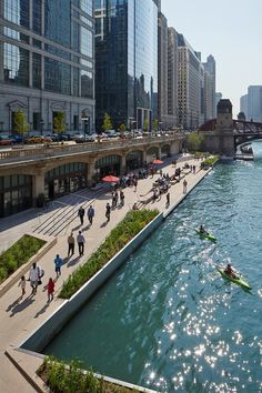 Completed in 2015 in Chicago, United States. Images by Kate Joyce Studios. The Main Branch of the Chicago River has a long and storied history that in many ways mirrors the development of Chicago itself. Once a meandering… Chicago Riverwalk, Chicago City, River In Chicago, Plans Architecture, Landscape Architecture, Studios Architecture, Architecture Diagrams, Architecture Portfolio, Landscape Design Plans