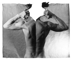 Le photographe tchèque Michal Macku crée des images étonnantes utilisant la technique unique de « gellage », sa signature. Ce terme est une ligature de « gélatine » et « collage » et exprime la pratique du « transfert d'émulsion photographique exposé et fixé sur le papier ». Une fois appliquée sur une image, la gélatine permet de la remodeler et Michal trouve d'excellents moyens de combiner cette technique avec ce qu'il capte sur la pellicule. Il utilise le corps humain nu dans ses photos.