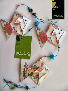 Diseñamos objetos bajo la técnica de origami. Nuestras líneas de productos se caracterizan por ser coloridas, innovadoras y alegres. La Lín... Gato Origami, Origami Diy, Origami Paper Folding, Origami Mobile, Paper Art, Paper Crafts, Steampunk Diy, Steampunk Necklace, Japanese Origami