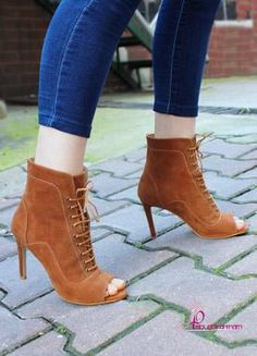 Kiren Taba Bağcıklı Topuklu Ayakkabı