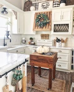 Farmhouse Kitchen Decor Ideas: Great Home Improvement Tips You Should Know! You need to have some knowledge of what to look for and expect from a home improvement job. Classic Kitchen, Farmhouse Style Kitchen, Modern Farmhouse Kitchens, Kitchen Redo, Home Decor Kitchen, New Kitchen, Home Kitchens, Kitchen Remodel, Kitchen Design