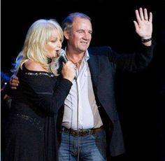 Bonnie Tyler & Robert Sullivan - Thanks Veronica Russia #bonnietyler #gaynorsullivan #gaynorhopkins #robertsullivan #thequeenbonnietyler #therockingqueen #rockingqueen #love