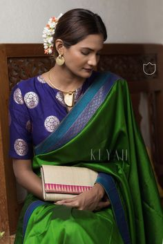 Colour Green and Blue Blouse Material Soft Silk Length Mtrs. Blouse Designs Silk, Saree Blouse Patterns, Kurta Designs, Green Saree, Green Blouse, Modern Saree, Simple Sarees, Kanjivaram Sarees, Elegant Saree