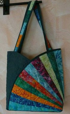 Sac Bourse Tissus Patchwork- TutorielYou can find Patchwork bags and more on our website. Patchwork Fabric, Patchwork Bags, Quilted Tote Bags, Crazy Patchwork, Fabric Squares, Quilting Fabric, Fabric Purses, Fabric Bags, Bag Quilt