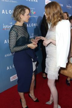 Rachel McAdams and Emma Stone give us major hair envy when they step out for the premiere of their new film Aloha with chic short cuts. Short Hairstyles 2015, Casual Hairstyles, Messy Hairstyles, Trendy Haircuts, Short Hair Back, Short Brown Hair, Short Hair Cuts, Rachel Mcadams Hair, Lady Lovely Locks