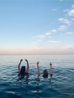 How to Take Good Beach Photos Foto Best Friend, Best Friend Photos, Friend Pics, Photographie Indie, Photos Bff, Shotting Photo, Cute Friend Pictures, War Photography, Summer Photography
