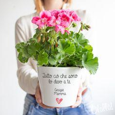 vaso-personalizzato-cuore-dedica-mamma Dear Mom, Christmas Diy, Presents, Herbs, Garden, Flowers, Gifts, Frases, Fantasy