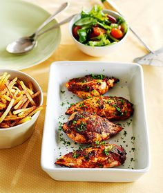Slimming World recipes: Tomato and basil chicken with fries - Mirror Online Slimming World Recipes Uk, Slimming World Dinners, Slimming World Diet, Low Calorie Recipes, Healthy Dinner Recipes, Diet Recipes, Cooking Recipes, Recipies, Clean Eating