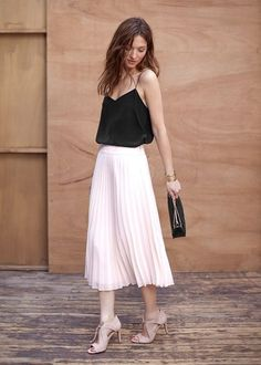 Silk top and pleated skirt by Sézane Pleated Skirt Outfit, Skirt Outfits, Dress Skirt, Dress Up, Midi Skirt, 80s Fashion, Look Fashion, Daily Fashion, Fashion Outfits