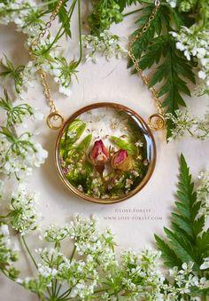 Portfolio — Lost Forest - Handpicked & Handmade in Ireland Diy Resin Art, Diy Resin Crafts, Resin Jewelry, Resin Necklace, Flower Necklace, Necklaces, Resin Flowers, Dried Flowers, Resin Charms