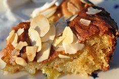 Sprød saftig rabarberkage med skyr, mandler og marcipan   NOGET I OVNEN Danish Food, Rhubarb Recipes, Candels, Afternoon Snacks, No Bake Cake, Tea Time, Waffles, French Toast, Easy Meals