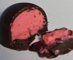 Trufas de morango Strawberry Truffle, Cupcakes, Junk Food, Favorite Holiday, Truffles, Steak, Brunch, Pork, Food And Drink