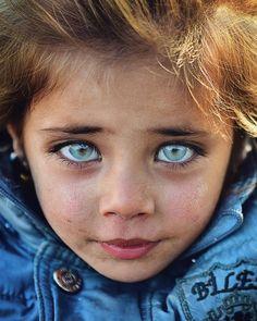 Beautiful Eyes Color, Pretty Eyes, Cool Eyes, Amazing Eyes, Eye Photography, Creative Photography, Little Girl Photos, Cute Kids Pics, Baby Eyes