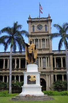 O'ahu - Honolulu - Capitol District: Ali'iōlani Hale and King Kamehameha I Hawaii Usa, Hawaii Life, Aloha Hawaii, Hawaii Vacation, Hawaii Travel, Hawaii Beach, Mexico Travel, Spain Travel, Alaska