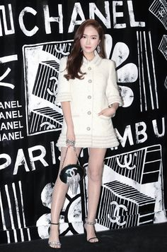 Elegant, effortless chic, always dress for the occasion. Today we are taking notes from Korean star Jessica Jung from her princess fashion look together. Jessica White, Jessica & Krystal, Taeyeon Jessica, Magazine Cosmopolitan, Instyle Magazine, Snsd Fashion, Korean Fashion, Teen Fashion, Yoona