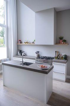 # Kitchen # vide Source by sophiavolbeda Kitchen Living, New Kitchen, Kitchen Interior, Interior Design Living Room, Kitchen Decor, Moraira, Studio Kitchen, Scandinavian Kitchen, Küchen Design