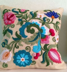 54 Ideas For Embroidery Pillow Diy Ideas Sewing Crafts, Sewing Projects, Cushion Cover Pattern, Punch Needle Patterns, Penny Rugs, Arm Knitting, Diy Pillows, Cushions, Diy Embroidery