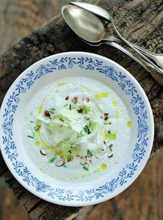 Venkelsoep met amandel en bieslook http://www.njam.tv/recepten/venkelsoep-met-amandel-en-bieslook