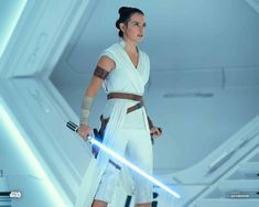 A gallery of Star Wars: The Rise of Skywalker publicity stills and other photos. Featuring Daisy Ridley, Adam Driver, John Boyega, Oscar Isaac and others. Images Star Wars, Star Wars Pictures, Rey Star Wars, Star Wars Art, Star Citizen, Star Wars Characters, Star Wars Episodes, Rey Cosplay, Space Opera