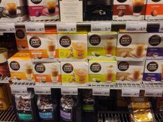 Deel van koffieaanbod in de supermarkt Trend: koffievariaties