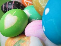 Stencil, chalkboard, tie-dye and more egg dyeing techniques here!