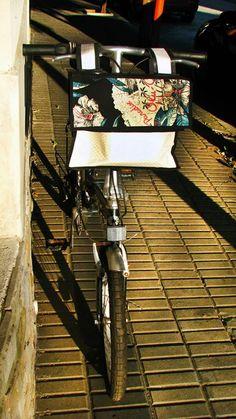 BOLSO para la bici y cuando te bajas , la usas como morral.