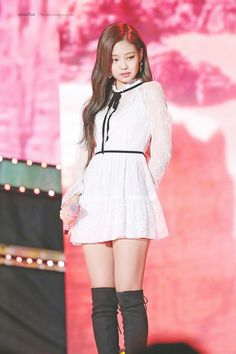 BLACKPINK Jennie looks like an angels with this white dress - Sexy K-pop Blackpink Outfits, Stage Outfits, Kpop Girl Groups, Korean Girl Groups, Kpop Girls, Blackpink Jennie, Blackpink Fashion, Korean Fashion, Square Two