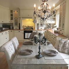 Ha en super kveld ❤#inspire_me_home_decor #nordicinspiration #tipstilhjemmet #dagensinterior #skandinaviskehjem #roomforinspo #interiørmagasinet #finahem #interiorforinspo #interiorforyou #interiordesign #instahome #inspiration #interiør #interior #decor #decoration #interior123 #modernhome #inredning #styling #homedecoration #livingroom #interiors #shabbyyhomes #rivieramaison #lenebjerre #hem_inspiration #myhome
