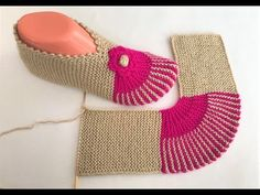 You are going to find interesting and appealing women hairstyle models that. Crochet Socks, Knitting Socks, Baby Knitting, Knit Crochet, Knitted Booties, Knitted Slippers, Knitted Hats, Knitting Patterns, Crochet Patterns