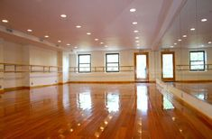 I NEED the studio I own someday to look like this. Who wouldn't love dancing here?