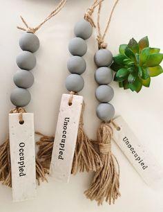 Wood Bead Garland, Beaded Garland, Garlands, Door Beads, Bathroom Signs, Boho Bathroom, Idee Diy, Summer Crafts, Bead Crafts