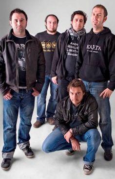 El 14 de octubre los extremeños Kaxta sacan a la venta su nuevo disco Centro de Intoxicación con colaboraciones como la de Feli Carrasco a la guitarra flamenca.